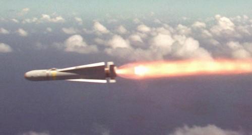 AGM-65K melesat menghantam sasaran