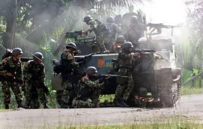 FN MAG di BTR-50. Dengan dimensinya yang besar, BTR-50 juga efektif sebagai tempat berlindung bagi pasukan.