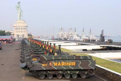 BREM-L dalam barisan tank BMP-3F. Nampak BREM-L diposisi paling kiri depan.