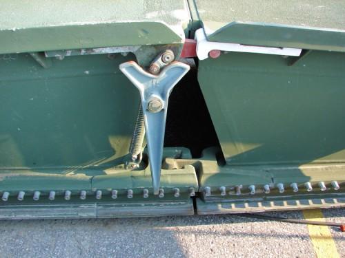 Simpul pengunci antar dua bagian jembatan.
