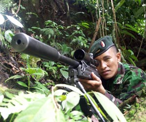 Dengan peredam, juga digunakan satuan Raider TNI AD.