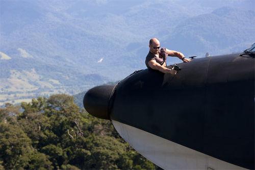 Aksi John Statham di muka kokpit Albatross.
