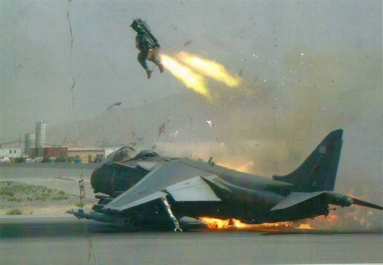 Aksi lontar zero-zero altitude pilot Harrier RAF (AU Inggirs) di Kandahar, Afghanistan.