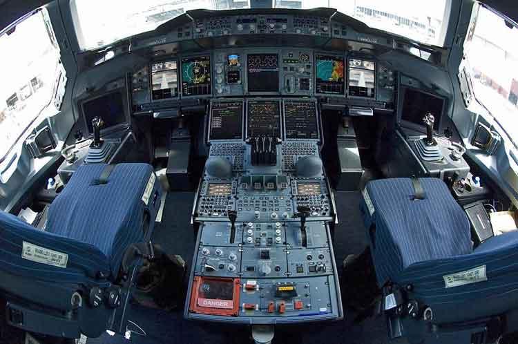 Sistem kendali dengan fly by wire.