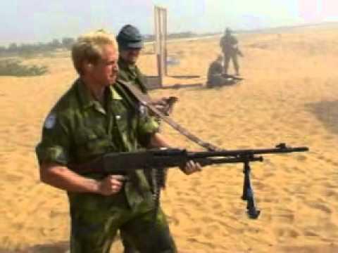 FN MAG ditembakkan dengan Rambo Style.