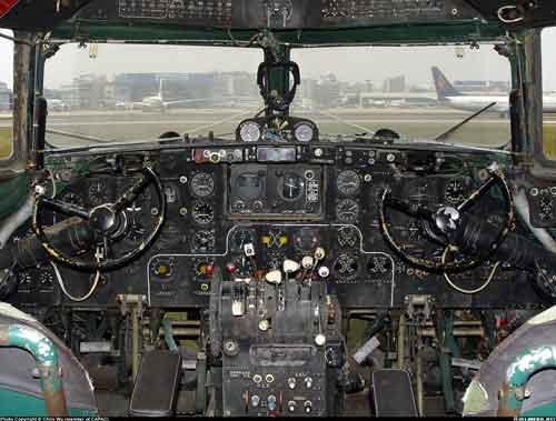 Bagian dalam kokpit. Foto: Airliners.net