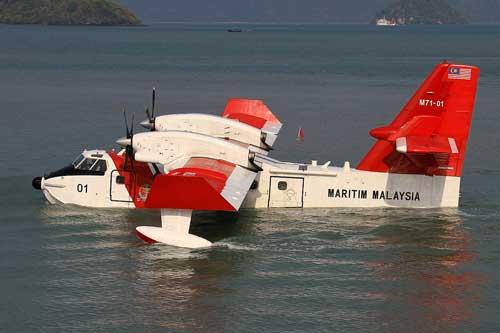 CL-415 Malaysia, digunakan dalam misi SAR dan penegakan hukum di laut.