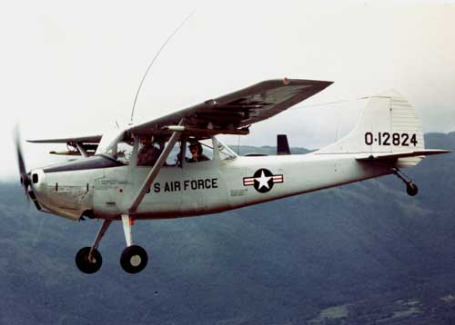 O-1A Bird Dog US Air Force dalam misi di Vietnam.