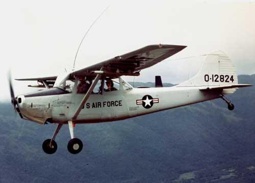O-1A Bird Dog US Air Force dalam misi di Vietnam.