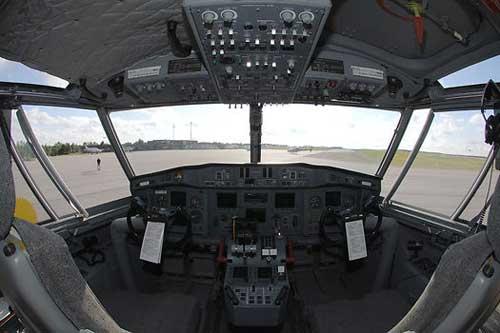 Tampilan kokpit CL-415.
