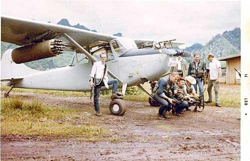 Bird Dog dilengkapi peluncur FFAR dalam operasi di perbatasan Vietnam - Laos.