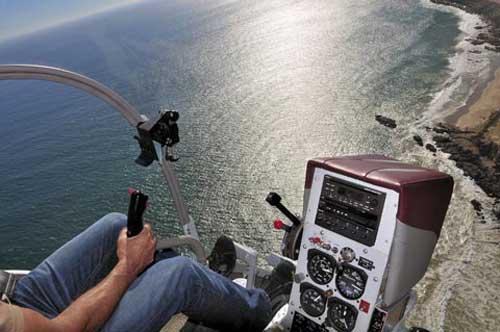 Dengan kokpit dan arah pandang yang luas, menjadikan heli ini ideal untuk observasi dan latihan.
