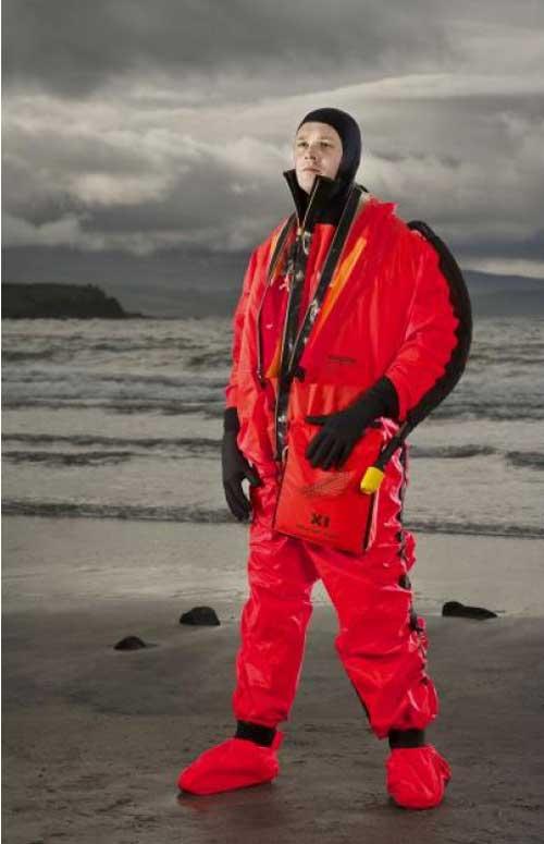 Submarine Escape Immersion Equipment yang dilengkapi raft tools kit.