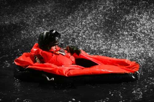 Raft tools ketika mengembang di permukaan.