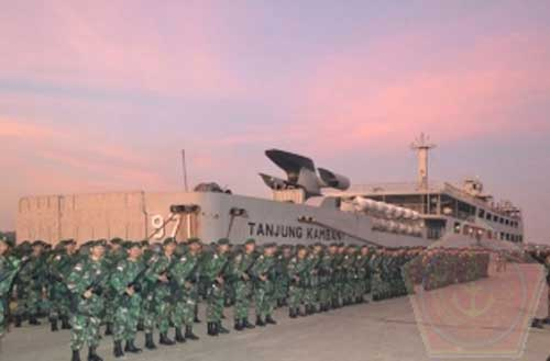 KRI Tanjung Kambani 971 dilengkapi pintu rampa pada bagian buritan.