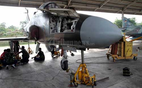 20110608_Hawk_200_Tergelincir_di_Skadron_Udara_Pekanbaru