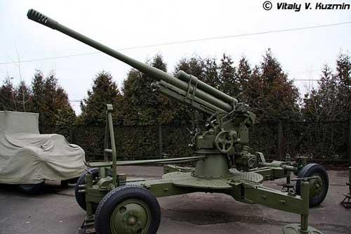 KS-12_85mm_anti-aicraft_gun