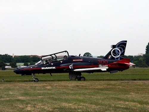 Penerbangan perdana Hawk 100 pada 1 Oktober 1987.