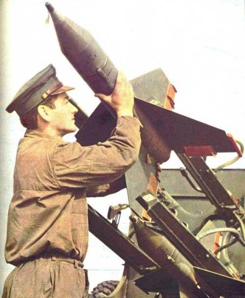 Loading rudal AT-1.