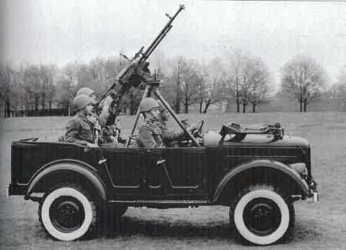 Dilengkapi dudukan untuk senapan mesin berat DsHK-38.