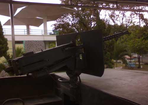 Senapan Browning 12,7 mm di atas Amtrac