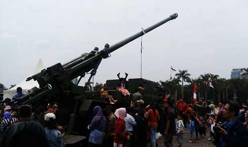 CAESAR 6x6 TNI AD dalam Pameran Alutsista di Lapangan Monas.