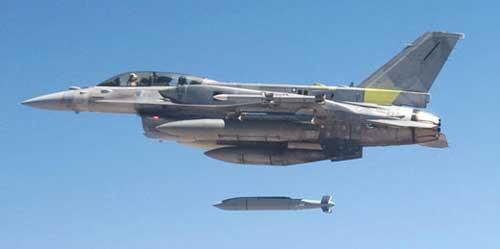 Meluncur dari F-16.