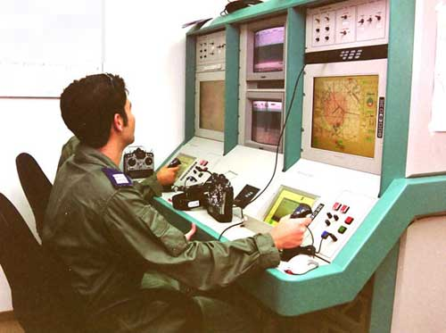 Operator AB Israel mengendalikan Aerostar dari GCS.