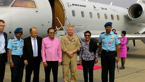 Menteri Kelautan dan Perikanan Susi Pudjiastuti dan Menko Kemaritiman Rizal Ramli di depan Boeing MSA. (Foto: Detik.com)