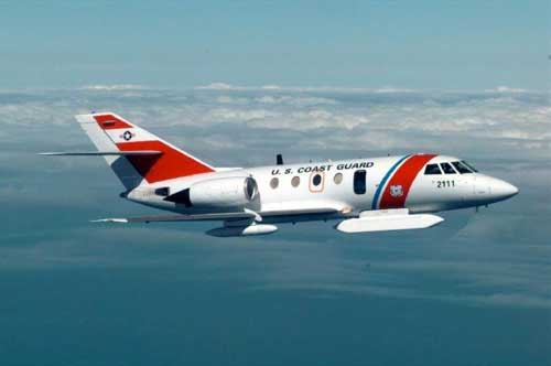Pesawat US Coast Guard HU-25 Falcon dengan radar SLAMMR.