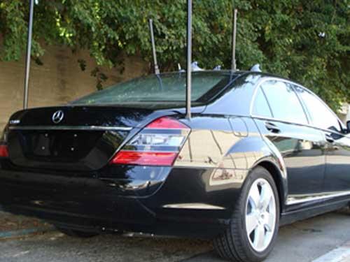Mobil mewah pun bisa dipasangi antena jamming.