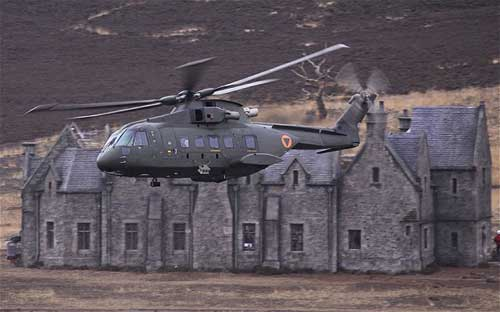 "AW101 di film ""Skyfall"" James Bond."