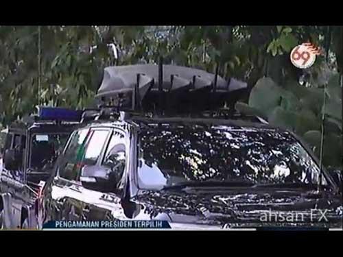 Snapshot dari tayangan TV ini memperlihatkan vehicle mounting jammer yang digunakan Paspampres.