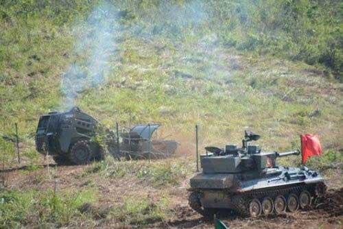 Bozena 4 dan tank Scorpion TNI AD dalam latihan Tempur.