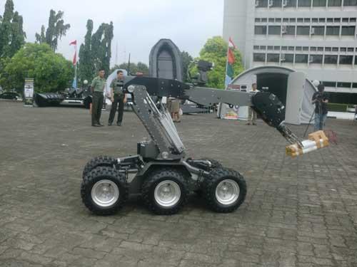 Robot-Penjinak-BOM-Jihandak-Alpalhan-2013-Markas-Besar-TNI-Cilangkap