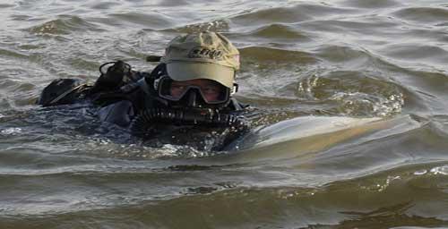 Aksi pasukan AS dengan DPD saat melaju di permukaan.