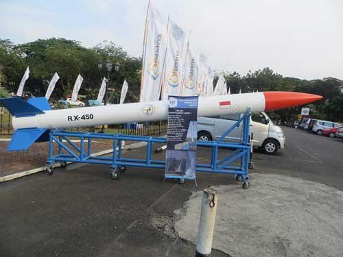 Roket RX-450 buatan LAPAN.
