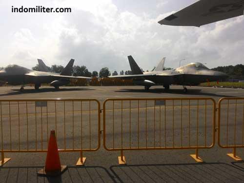 AU AS membawa dua F-22 Raptor ke Singapore Airshow 2016.