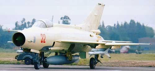 Dipasang pada jet F-7PG (tiruan MiG-21).