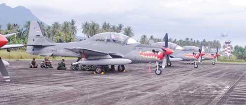 EMB-314 Super Tucano saat standby di Lanud Ranai.