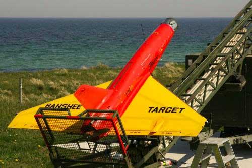 Tidak dilengkapi roda, Target drone ini diluncurkan lewat catapult (pelontar).