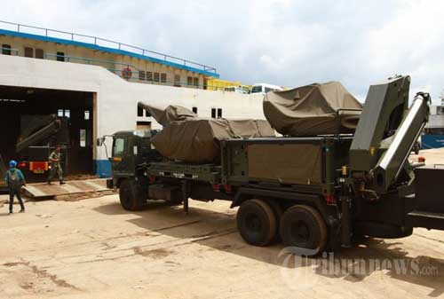 Oerlikon Skyshield dibawa dengan kapal ferry, saat menuju penempatan di Lanud Supadio, Pontianak.