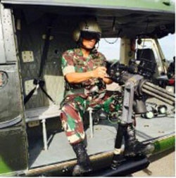 M134D terpasang pada mounted di helikopter NBell-412 TNI AD.
