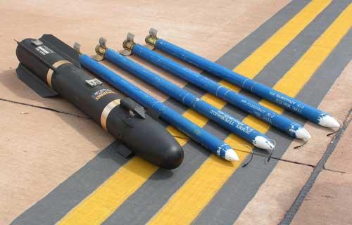 Rudal AGM-114 Hellfire dan roket Hydra 70.