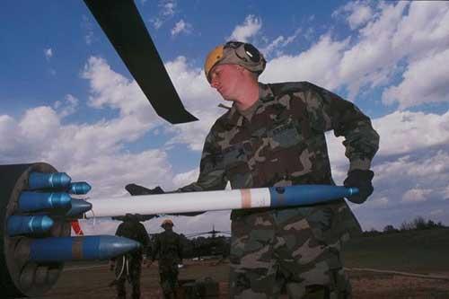 Hydra-70_air-to-ground_rocket_General_Dynamics_001