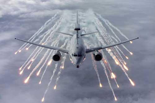 Untuk pertahanan diri, E-7A bisa dilengkapi flare dan chaff.