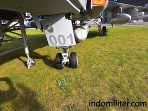 Roda pendarat bagian depan pada Gripen C.