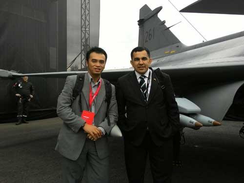 Penulis bersama Kolonel Rui Duarte, Atase Pertahanan RI Untuk Inggris dan Swedia.