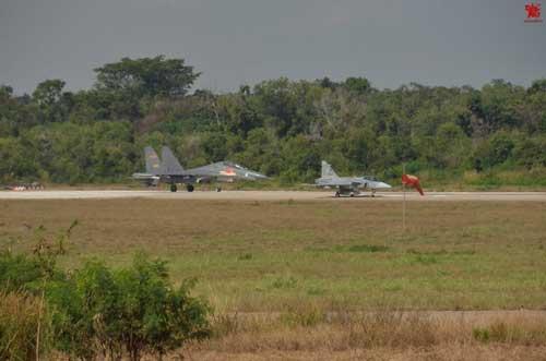 Inilah perbandingan nyata antara Gripen C dengan J-11BS.