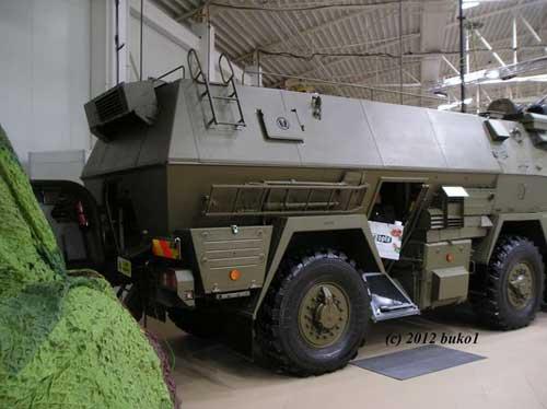 Tatrapan varian commpand post vehicle. Untuk keluar masuk personel, tersedia pintu samping.